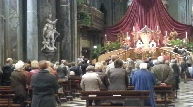 chiesa crocifisso como messa fedeli