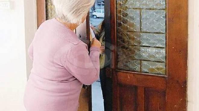 finto tecnico alla porta