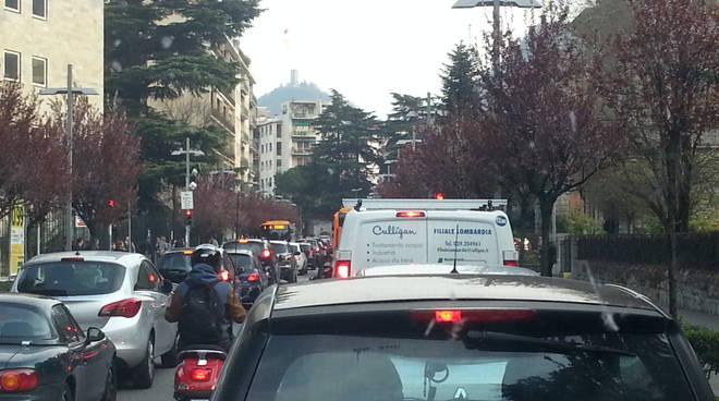 traffico caos como processione viale cavallotti