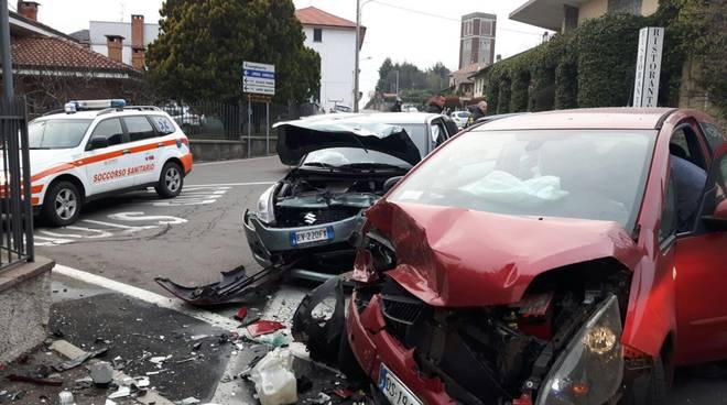 auto distrutte fenegrò incidente