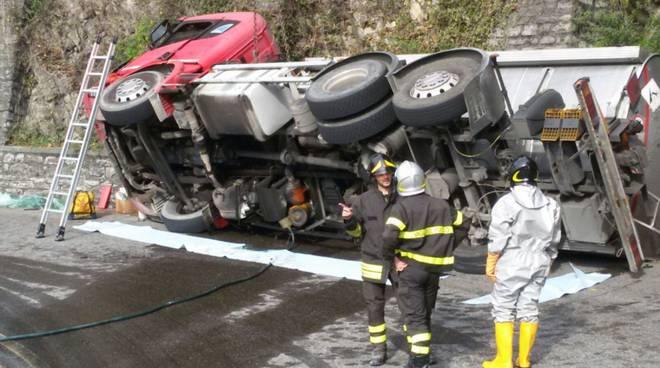 camion ribaltato (8)