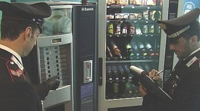 carabinieri e distributori automatici