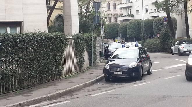 carabinieri piazza cacciatori esterno