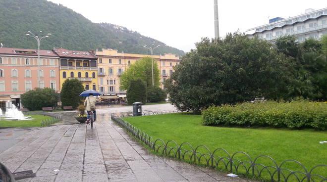 pioggia ombrelli piazza cavour