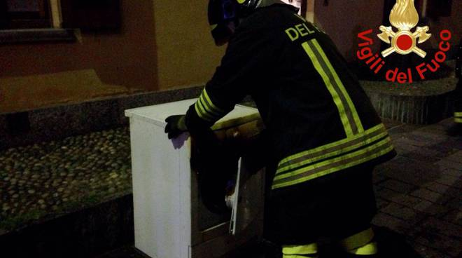 pompiere con asciugatore incendio
