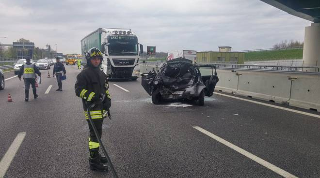 pompieri e stradale rilievi incidente a9