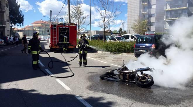 pompieri moto in fiamme albate (2)