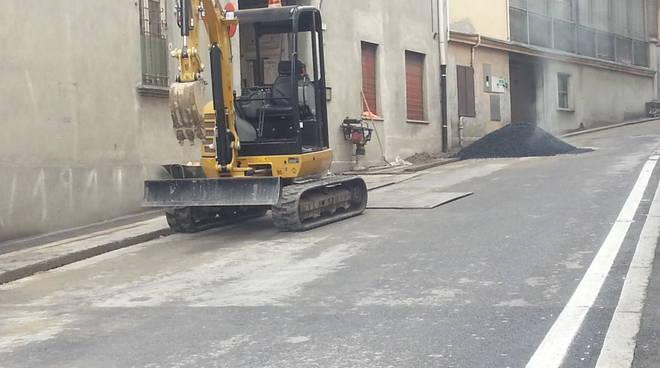 ruspa lavori in corso strada