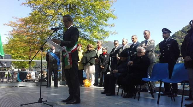 sindaco ed Ines Figini palco 25 aprile