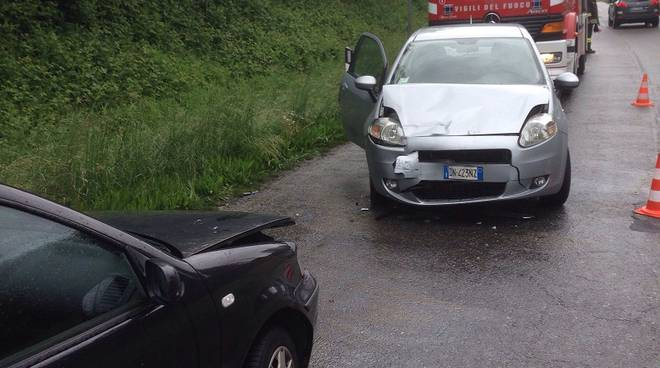auto distrutte lurate caccivio incidente