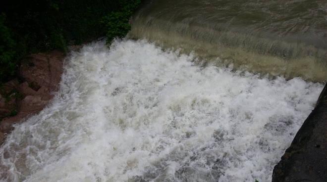 cascata fiume cosia oggi dopo pioggia