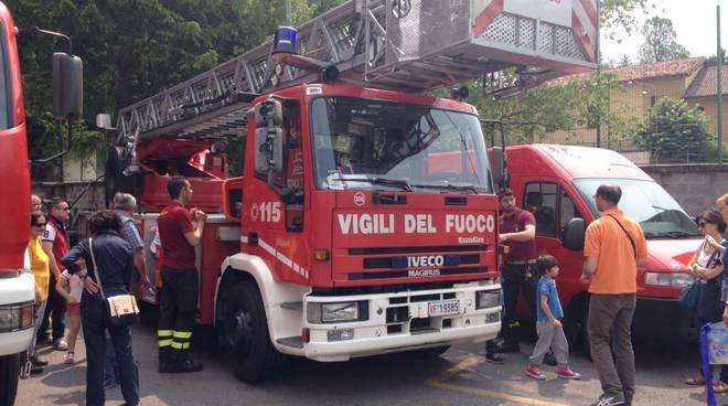 caserma pompieri como e mezzi
