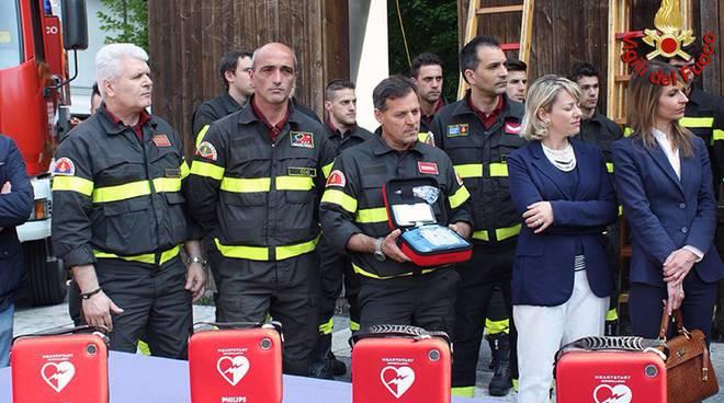 defibrillatori ai pompieri