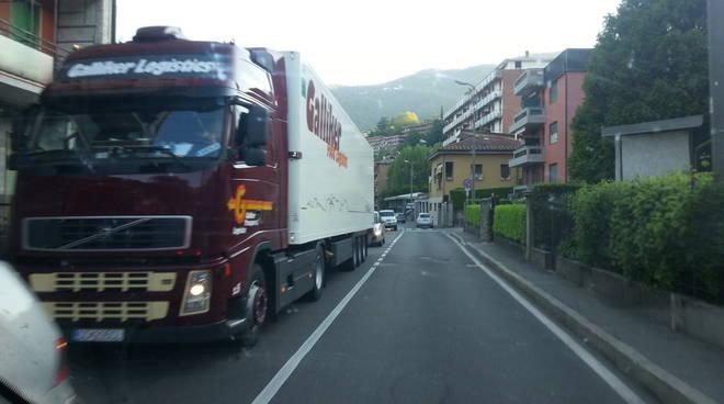 ponte chiasso coda camion