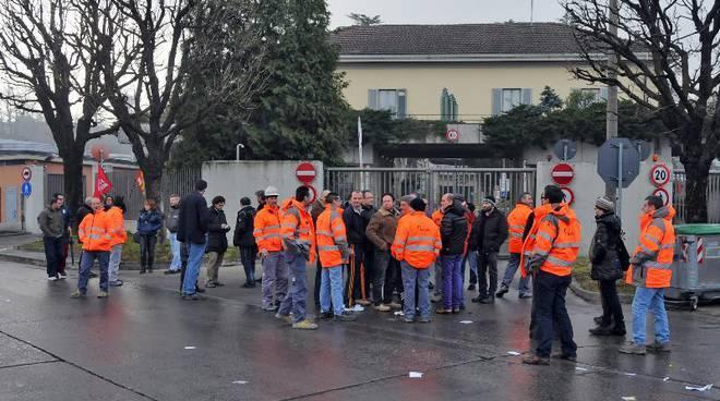 protesta dipendenti holcim