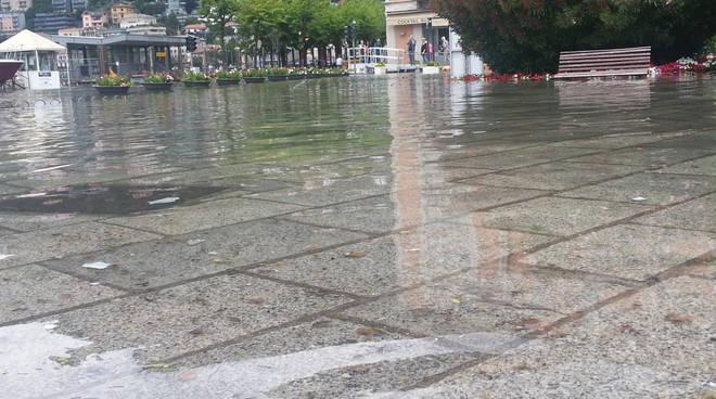 esondazione lago di como piazza cavour