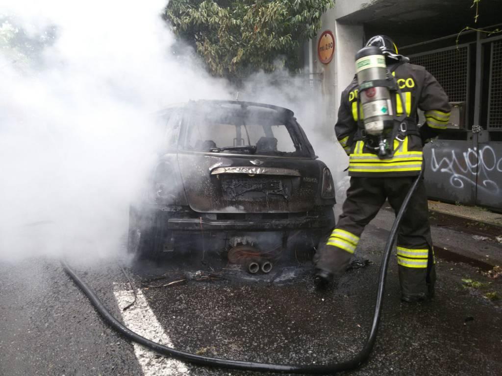 incendio auto valmulini como