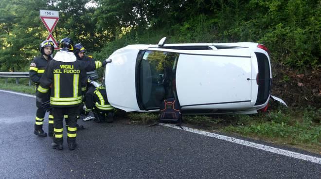 incidente fino, auto ribaltata