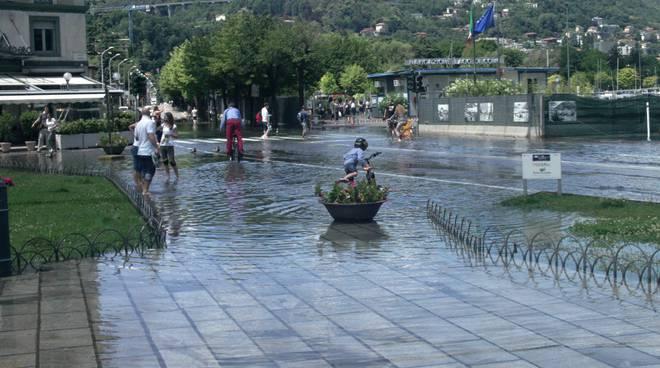 lago in piazza cavour