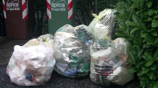sacchi rifiuti in strada sciopero