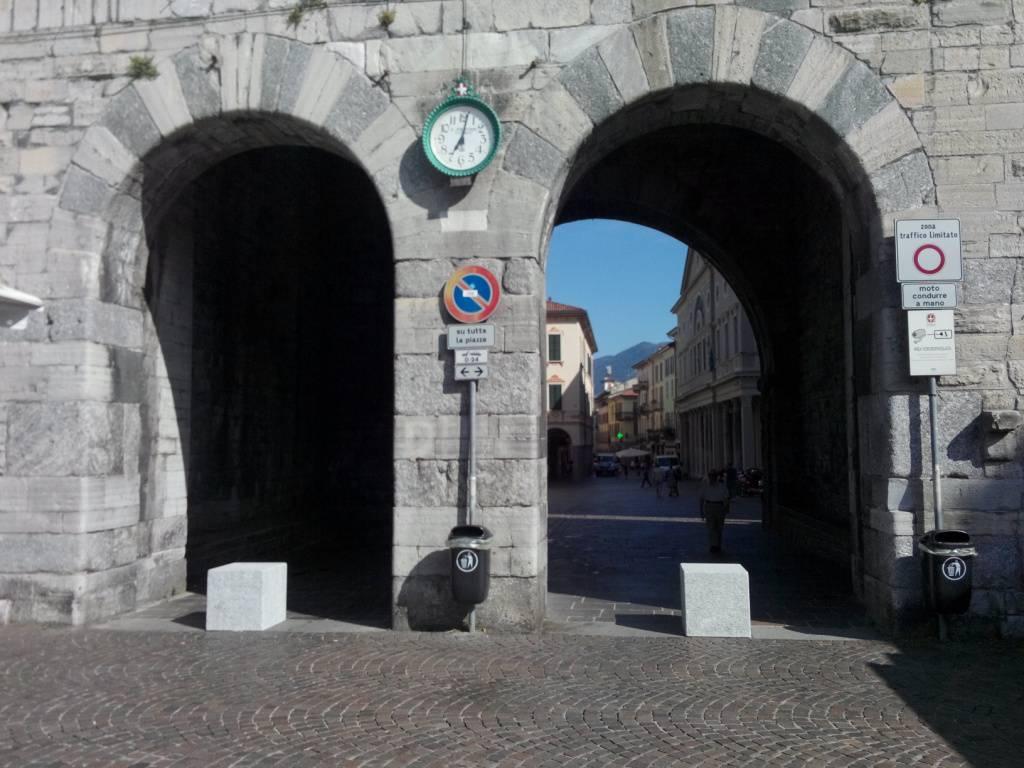 blocchi granito porta torre