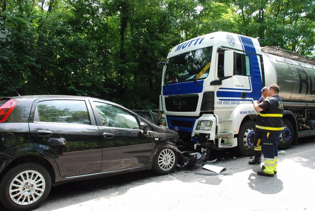 incidente auto - tir cermenate