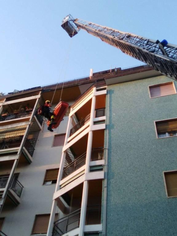 Breccia soccorso dai pompieri dalla finestra monguzzo bimbo cade da cavallo ciao como - Bimbo gettato dalla finestra ...