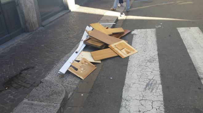 via cadorna pezzi di mobili