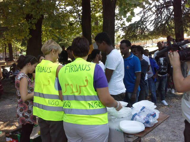450 pasti anche oggi per i migranti a como