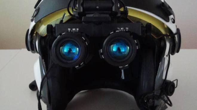 casco con visore notturno elicottero
