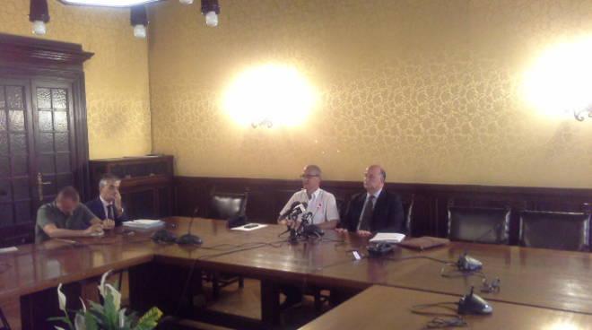 conferenza stampa prefettura como per migranti