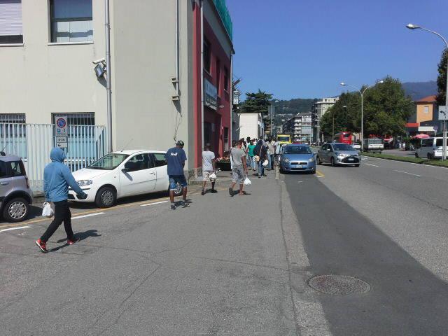 i migranti di Como da oggi all'ex Stecav per il pasto