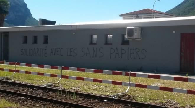 scritte no border in svizzera