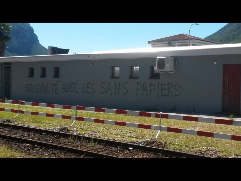 scritte no border in svizzera