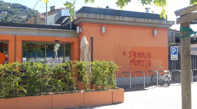 scritte no border muri di como