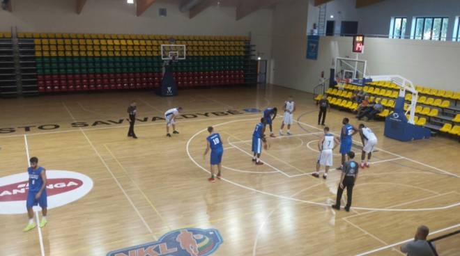 amichevole pallacanestro cantù in Lituania