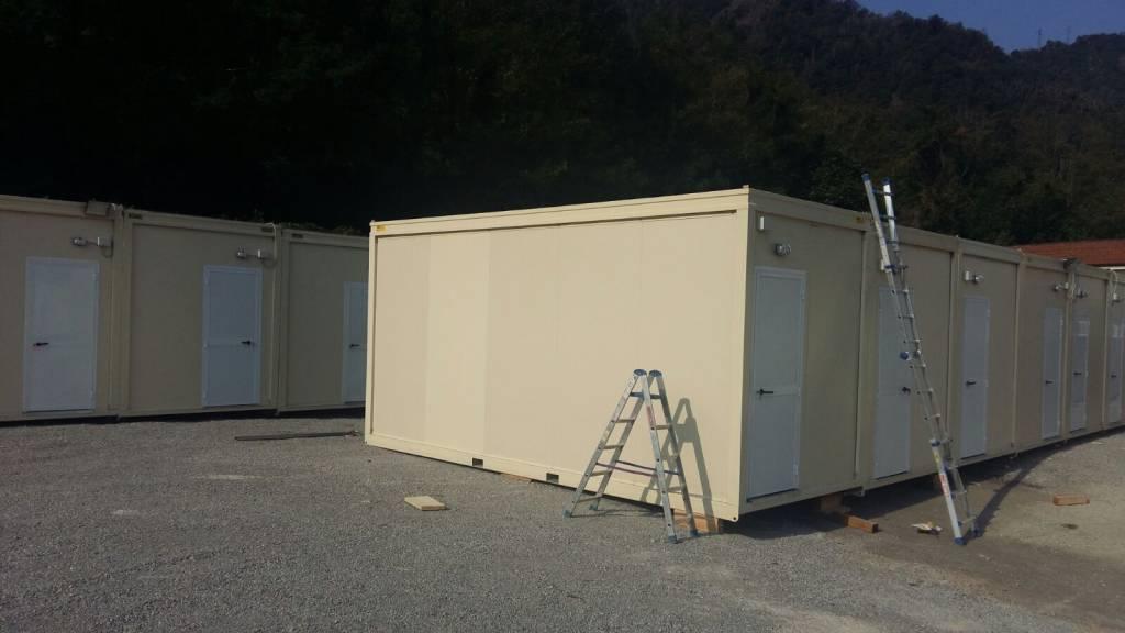 area san rocco como, container per migranti