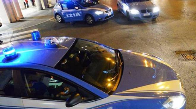 auto polizia di notte