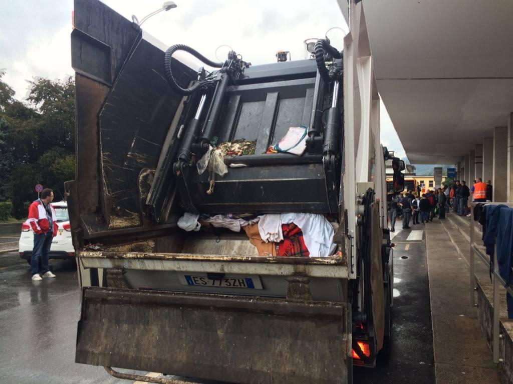 camion aprica stazione como sgombero migranti