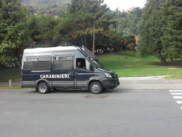 carabinieri ai giardini stazione como