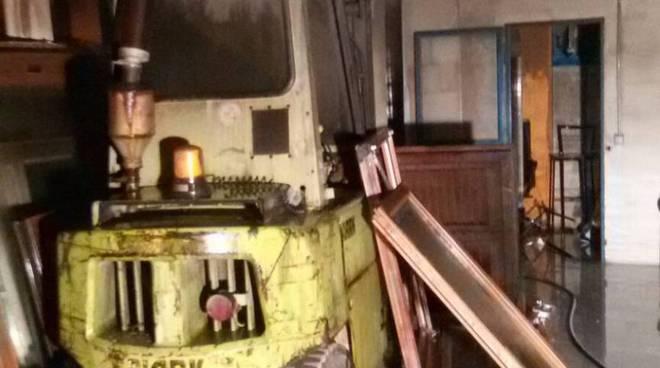 incendio deposito mobili figino