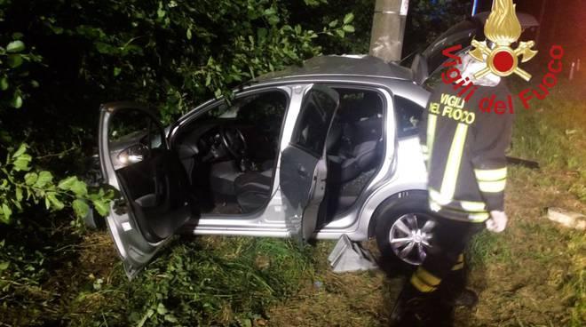 incidente auto colverde notte fuori strada