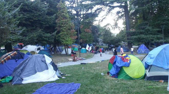 migranti nella tendopoli san giovanni