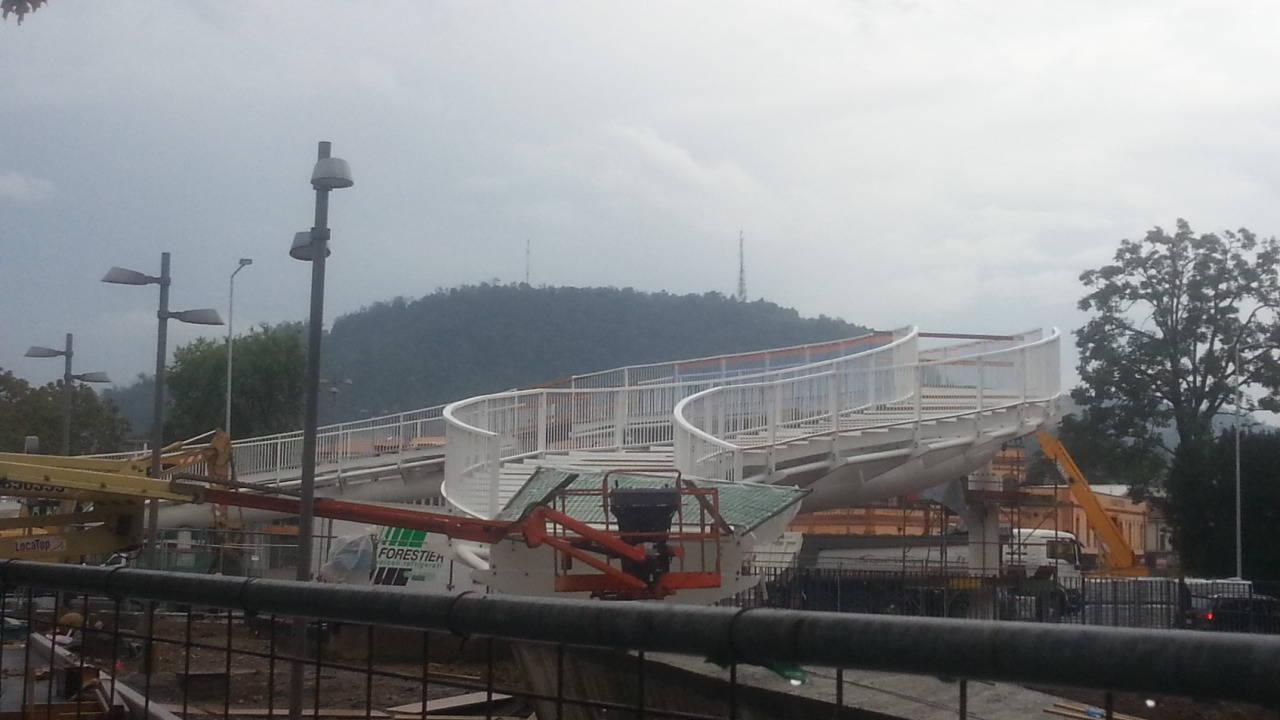 Il ponte della discordia a camerlata proteste ed esposti for Gradini del ponte curvi