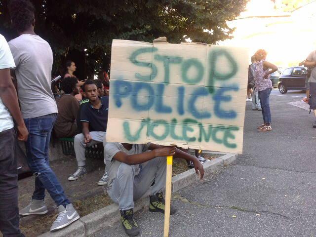 protesta migranti a Ponte Chiasso