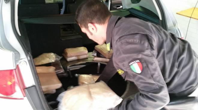 sequestro cocaina doppiofondo brogeda