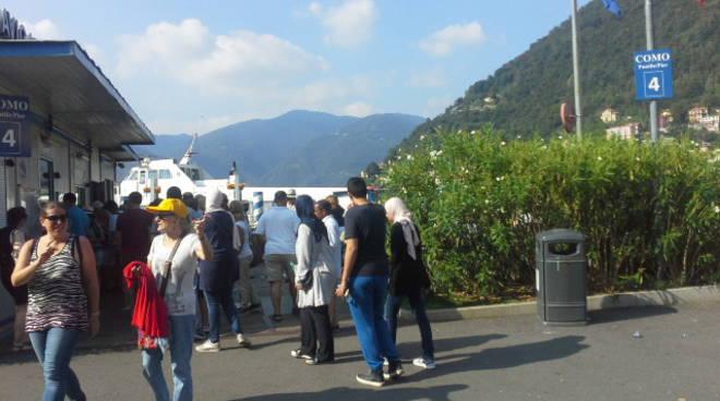 tanti turisti sul lago: pienone ovunque