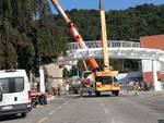 via Badone, ecco il nuovo ponte: tanti ad assistere