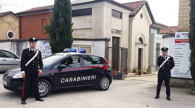 carabinieri esterno cimitero