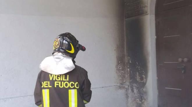 chiesa san francesco como incendio esterno